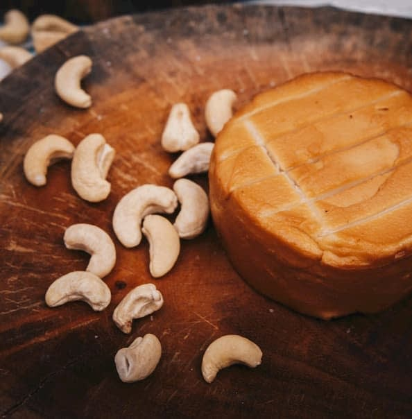 queso vegano ahumado de anacardos